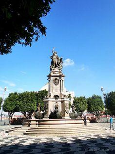 Monumento de abertura dos portos na praça de São Sebastião.