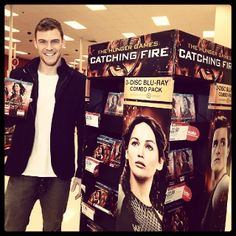 #AlanRitchson surprises #CatchingFire fans at #Target today: http://www.panempropaganda.com/movie-countdown/2014/3/7/alan-ritchson-surprises-catching-fire-fans-at-target.html