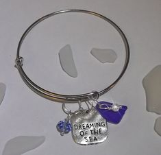Dreaming of the sea Sea glass bangle. Sapphire Color, Organza Gift Bags, Diy Jewelry Making, Bangles, Bracelets, Sea Glass Jewelry, Blue Crystals, Pearls, Silver