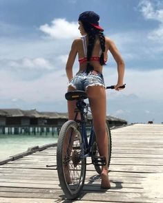 This week choice, Sexy Butt on the bike. Bicycle Women, Bicycle Girl, Sexy Jeans, Sexy Shorts, Denim Shorts, Short Jeans, Sport Model, Female Cyclist, V Instagram