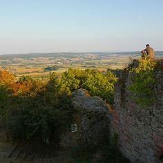 Abendstimmung auf der Burgruine #hessentourismus #expeditionhessen #hugenottenwaldenserpfad #culturalroutes