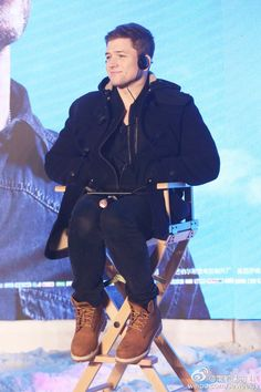 Aw the way he sits