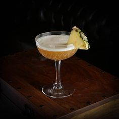 Cocktail Names, Cocktail Book, Dry Gin, Classic Cocktails, Pineapple Juice, Cocktail Recipes, Tableware, Food, Dinnerware