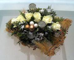 Kerststukjes maken - foto's van soorten kerststukjes - bloemschikken met Kerst