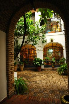 El Patio. instead of backyard build it in the middle of 1st floor so all rooms will hav a window/balcony to this