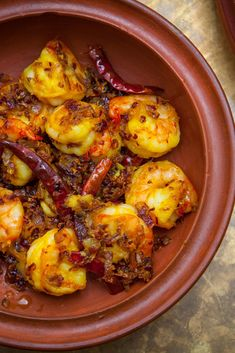 Asma Khan's ghee-fried prawns recipe is simple to make, yet most definitely a dish for special occasions. As there is no sauce to cover the prawns in this dish, Asma says it's imperative to source … Prawn Recipes, Asian Recipes, New Recipes, Ethnic Recipes, Italian Fish Stew, Italian Chef, Prawn Starters, Sweet And Sour Prawns, Goan Prawn Curry