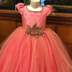 Kids Gown Design, Girls Frock Design, Kids Frocks Design, Kids Party Wear Dresses, Kids Dress Wear, Birthday Dresses, Kids Wear, Baby Girl Dress Patterns, Baby Girl Dresses