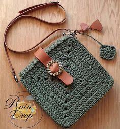 Bolsa croche verde escura Bolsa croche verde escura para compartilhar com as amigas. Que tal? Crotchet Bags, Knitted Bags, Crochet Handbags, Crochet Purses, Love Crochet, Knit Crochet, Diy Macrame Wall Hanging, Crochet Shoulder Bags, Macrame Bag