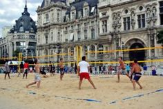 The history of sports - Beach volleyball - The History of Sports In the World Volleyball Tournaments, Volleyball Outfits, Volleyball Drills, Beach Volleyball, Olympic Badminton, Olympic Games Sports, Olympic Gymnastics, Welcome To Paris, Nastia Liukin
