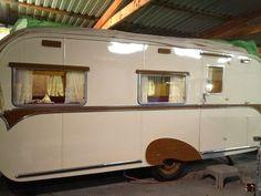 Classic-1959-Lonsdale-Vickers-Touring-Caravan