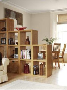 Nichos separando sala de estar com sala de jantar, fazendo o papel de uma parede praticamente, mas com nichos é uma idéia bem mais barata e fica bem moderno e legal tbm