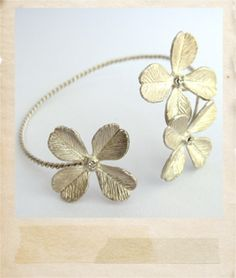 Dogwood flowers bracelet. NEED.