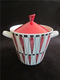 Marianne Westman for… Porcelain Ceramics, Ceramic Pottery, Ceramic Art, Scandinavia Design, Ceramic Design, Vintage Pottery, Vintage Textiles, Home Living, Retro Design