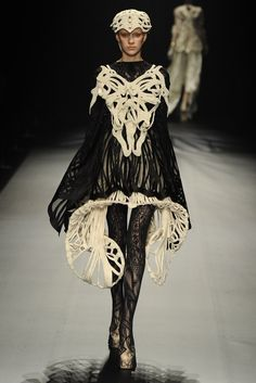 SOMARTA - Tokyo Weird Fashion, Dark Fashion, Fashion Photo, Fashion Art, Luxury Fashion, Fashion Design, Modern Outfits, Cool Outfits, Couture Fashion