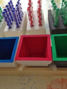 Le petit monde de Montessori: La division (matériel des éprouvettes)