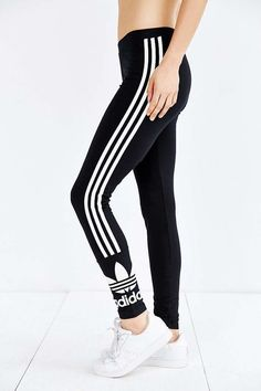 Dog Posts on adidas Originals 3 Stripe Legging - Urban Outfitters Athletic Outfits, Sport Outfits, Fall Outfits, Summer Outfits, Casual Outfits, Cute Outfits, Latest Fashion For Women, Teen Fashion, Runway Fashion