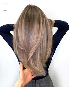 Be the fashionable girl in your hair is the most common and safest way to put yourself in a good mood instantly.We have collect 35 fashionable hair color ideas for you in 2020 help you become a charming girl. Brown Hair Balayage, Brown Blonde Hair, Hair Color Balayage, Hair Highlights, Blonde Straight Hair, Light Brunette Hair, Bronde Hair, Blonde Brunette, Thick Hair