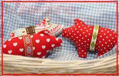 """Dann hat der Nikolaus ein kleines Freebie für euch.     Die kleinen Schweinchen sind ratz fatz genäht und für """"faule"""" Mädchen hat der Nikola..."""