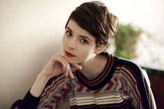 Cheveux: 30 coupes pour les visages ronds © Pinterest Andrea Jankovic