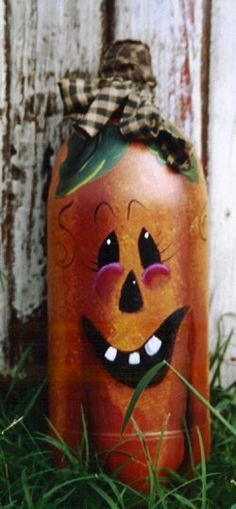 Pumpkin Bottle - pattern packet Painted Wine Bottles, Painted Jars, Painted Wine Glasses, Painted Gourds, Holidays Halloween, Halloween Crafts, Halloween Decorations, Halloween Ideas, Wine Bottle Corks
