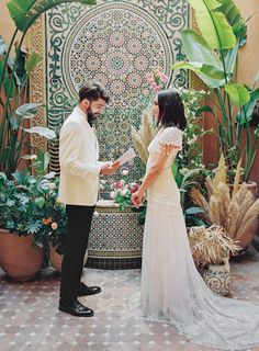 Bright colors, dream landscapes and local flavor are all layered within this elopement celebration set in Morocco. Elope Wedding, Wedding Shoot, Wedding Couples, Wedding Gowns, Elopement Wedding, Wedding Ceremonies, Wedding Ideas, Chabi Chic, Silk And Willow