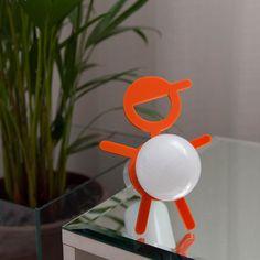 Para dar um toque divertido na decoração das crianças, esse abajur é uma ótima opção! :D