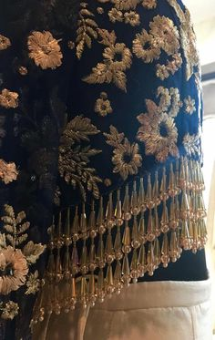 All in the details | Couture '16 #varunbahl #VB  #varunbahlcouture #bridalwear #bridalfashion #indianbride #embroidery #details #designerwear #indiandesigner #fashion #indianwedding #wedding #indianfashion #hautecouture #weddingwear #ootd