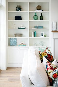 Bookcase styling. Bookcase styling. Bookcase styling ideas. How to style, decorate your bookcase. Bookcase styling #Bookcasestyling…