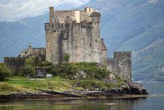 Eilean Donan Castle et son chemin de balade. Eilean Donan, Château Fort, Tours, Tower Bridge, Europe, Chateaus, Cathedrals, James Bond, Castles