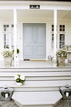 Ideas For Front Door Porch Steps Lanterns Front Door Porch, Grey Front Doors, Front Door Entrance, Front Door Colors, Entry Doors, Blue Doors, Exterior Paint, Exterior Design, Interior And Exterior