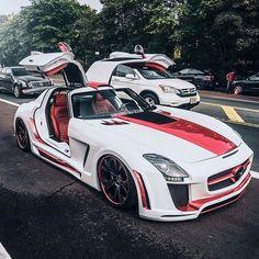 Mercedes AMG SLS..