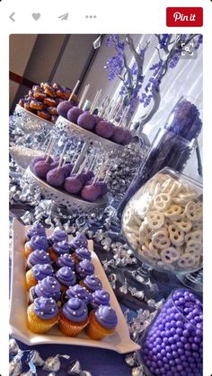 Dessert table Sweet 16 Party Decorations, Quince Decorations, Sweet 16 Party Themes, Sweet 16 Food Ideas, Theme Parties, Purple Desserts, Sweet Desserts, Purple Dessert Tables, Buffet Dessert
