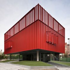 Cibercentro Macarena by MedioMundo Colour Architecture, Spanish Architecture, Residential Architecture, Architecture Details, Interior Architecture, Building Facade, Building A House, Tower Apartment, Red Houses