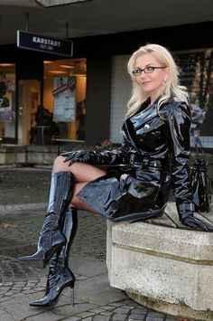Heike knows how to wear black PVC Fashion in Style Crazy Outfits, Club Outfits, Sexy Outfits, Bar Outfits, Vegas Outfits, Woman Outfits, Pvc Fashion, Leather Fashion, Womens Fashion