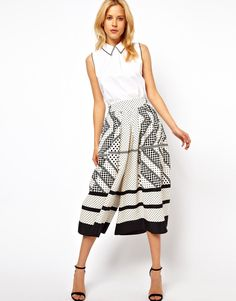 Find the best selection of ASOS Culottes in Scarf Print. Shop today with free delivery and returns (Ts&Cs apply) with ASOS! Daily Fashion, Spring Fashion, Love Fashion, Fashion Beauty, Fashion Outfits, Womens Fashion, How To Wear Culottes, Asos, White Fashion