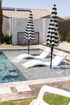Ledge Lounger In-pool chaise is perfect for a baja step! Small Backyard Pools, Backyard Pool Landscaping, Backyard Pool Designs, Swimming Pools Backyard, Swimming Pool Designs, Lap Pools, Indoor Pools, Small Pools, Swimming Pool Decorations