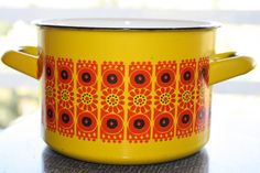Yellow FINEL Enamel pot - it reminds me of my childhood. Vintage Dishware, Vintage Dishes, Vintage Kitchen, Retro Vintage, Scandi Home, Scandinavian Home, 70s Decor, Dining Ware, Kitchenware
