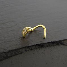 Piercing Nez Or jaune 18K lune et Cristal https://piercing-pure.fr/p/443-piercing-nez-or-jaune-18k-lune-et-cristal.html #piercingnez #lune #bijouxor