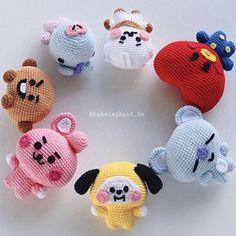 Kawaii Crochet, Cute Crochet, Crochet Crafts, Crochet Projects, Crotchet, Crochet Patterns Amigurumi, Crochet Dolls, Crochet Keychain Pattern, Rainbow Crafts