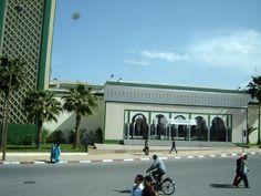 #magiaswiat #podróż #zwiedzanie #agadir #blog #afryka  #maroko #essaouir #ocean #safi #qualidia #al-dzadida #suk #casablanka #rabat #meknes #volubilis  #fez #meczet #marakesz #wytworniaplytek Agadir, Street View, Ocean, Mansions, House Styles, Blog, Home, Decor, Decoration