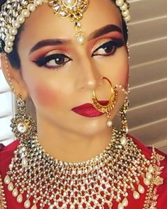 Makeup for bride is essential, here we will share some stunning, gorgeous and beautiful Indian Bridal Makeup Looks with descriptions to give you inspiration Bridal Makeup Tips, Bridal Makeup Looks, Bride Makeup, Bridal Looks, Indian Wedding Makeup, Big Fat Indian Wedding, Engagement Hairstyles, Make Up Braut, Braut Make-up
