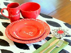 Writing on Plates with Markers - Pictured {TUTORIAL} | I Heart Nap Time - How to Crafts, Tutorials, DIY, Homemaker