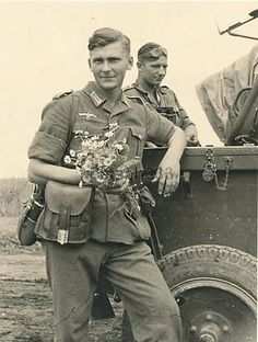 This is a nice reproduction of an original photograph showing a German Wehrmacht soldier with a batch of flowers he has picked. Wehrmacht Soldier with Flowers. German Soldiers Ww2, German Army, American Soldiers, Luftwaffe, Raza Aria, Germany Ww2, War Photography, World War One, Military History