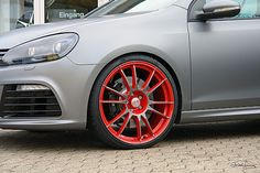 "VW Golf 6 R - Matt Grey Räder: OZ Ultraleggera Custom Painted - Alufelgen VA 8.5 x 20"" mit 235/25/20 HA 8.5 x 20"" mit 235/25/20 grey red"