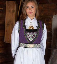 Bilderesultat for hardanger skaut Cool Outfits, Fashion Outfits, Womens Fashion, Folk Costume, Costumes, Norwegian Clothing, Beautiful Norway, Traditional Outfits, Scandinavian