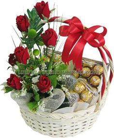 A special product of New India Florist a Chocolate Bouquet Available in major cities only. Order one day in advance for Delivery of Chocolate bouquet in your city. Valentine Flower Arrangements, Valentines Flowers, Valentine Gifts, Floral Arrangements, Send Roses, Send Flowers, Birthday Presents For Her, Order Flowers Online, Online Gift Shop