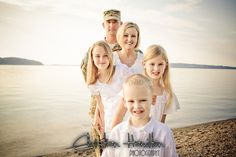 Family at the Beach Sister Pictures, Family Beach Pictures, Family Pictures, Children Photography, Family Photography, Photography Ideas, Family Portrait Poses, Become A Photographer, Still Life Photography