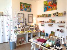 Sehr schöner Laden für künstlerisch gestaltete Geschenke und  Gebrauchsgegenstände. http://www.siebenmachen.de