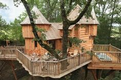 """Cabane Milandes Puybeton   Nojals-et-Clotte, 24440 Bergerac, France Ranked #1 of 5 Specialty lodging in Bergerac   74 reviews """"Castles In The Trees........""""06/10/2014   """"Just the best!""""05/04/2014"""