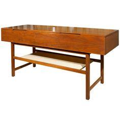 Gilbert Rohde Buffet For Brown Saltman ** Saturday |  Http://roadsafetypic.twitter.com/fptsesq8ji, Brown... And Modern Buffet